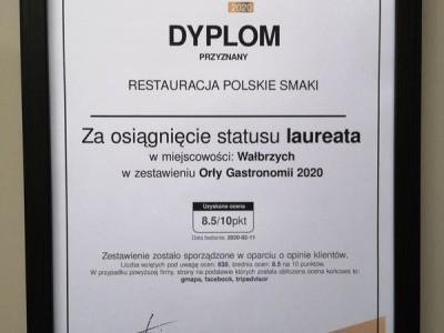 dyplom na ścianie